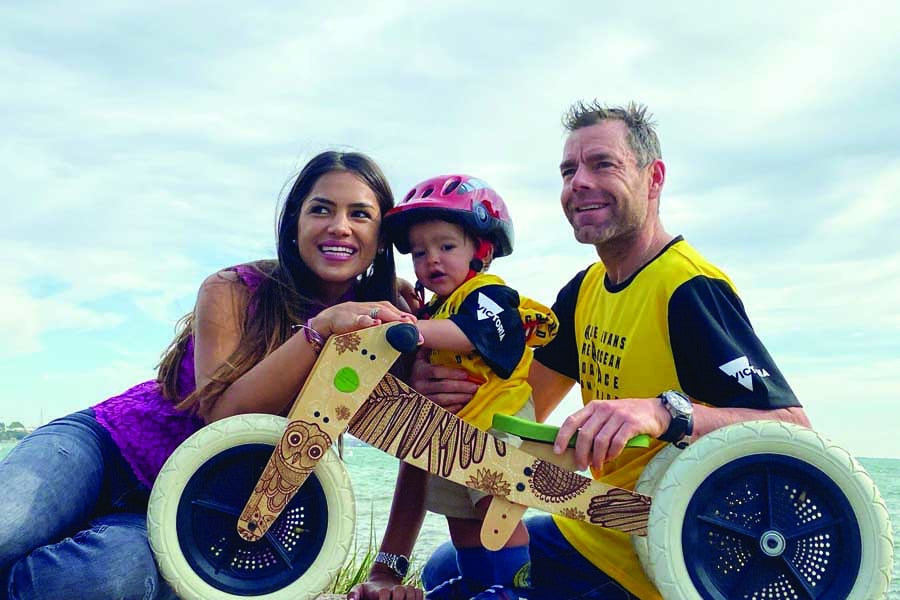 cadel evans with his partner stefania zandonella and their son Aidan before the great ocean road race in victoria