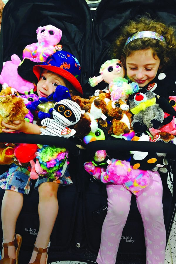 the kids with soft toys. image ana esrock