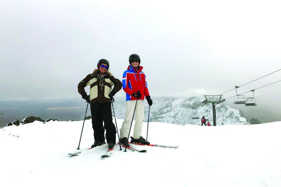 theo and elisabeth skiing at whakapapa 1