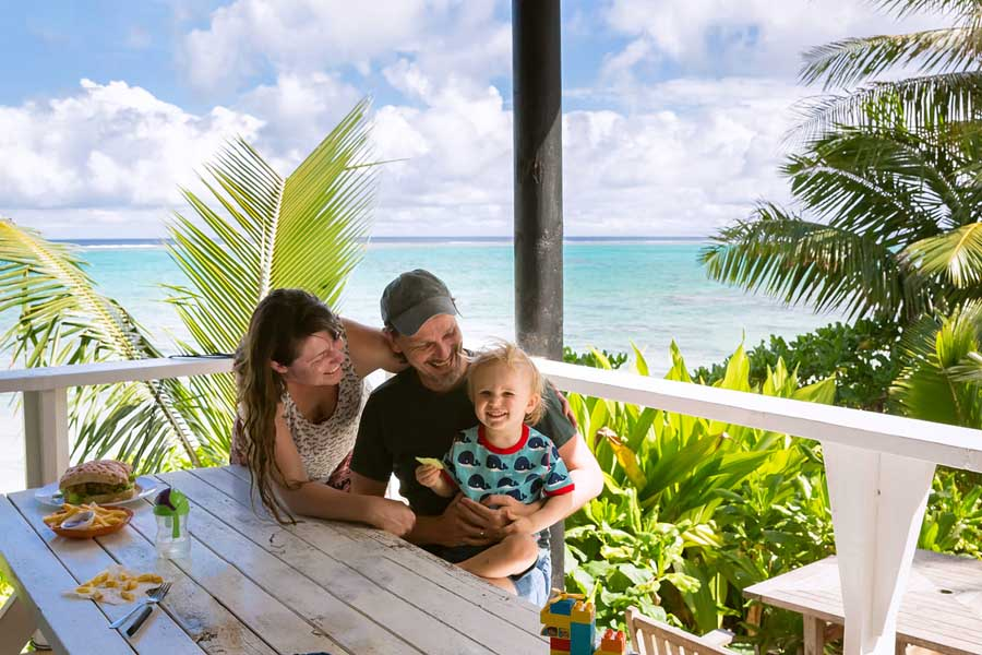 shaney and her family in the cook islands