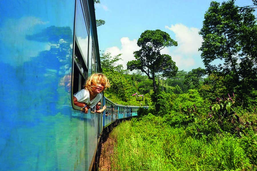 riding the blue train from kandy