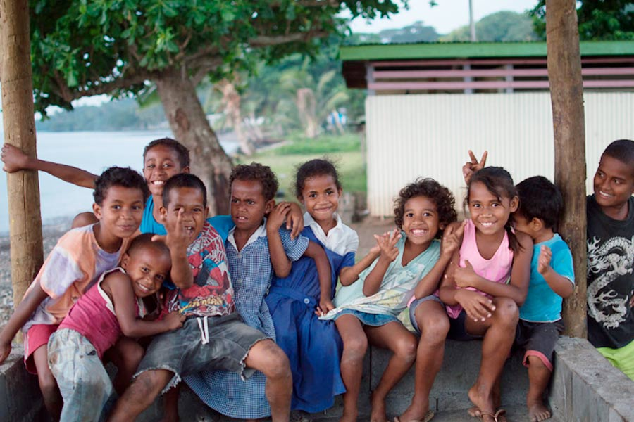 spreading kindness in fiji image julie chandlier