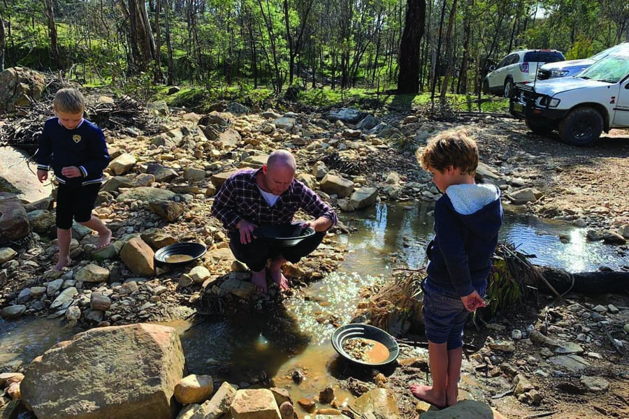 gold panning at hill end