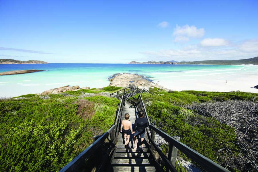 lucky bay in cape le grand national park. image tourism western australia