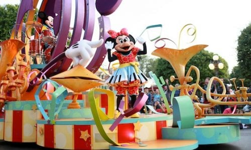 Escape Bianca Disneyland Minnie Parade