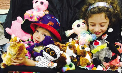 feature the kids with soft toys. image ana esrock